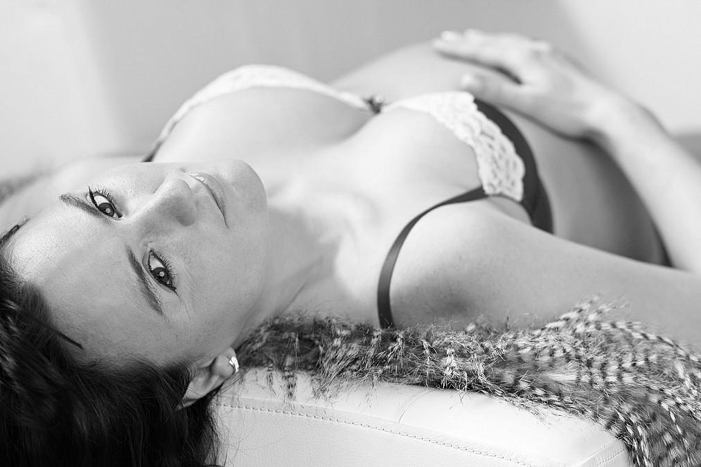 Schwangere Frau im Fotostudio