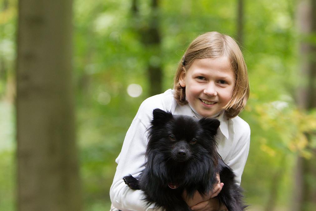 Mädchen mit Hund Nympgenburger Schlosspark